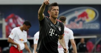LEIPZIG, GERMANY - MAY 13:  Robert Lewandowski of FC Bayern Muenchen celebrates after scoring his team's first goal by penalty during the Bundesliga match between RB Leipzig and Bayern Muenchen at Red Bull Arena on May 13, 2017 in Leipzig, Germany.  (Photo by Boris Streubel/Bongarts/Getty Images)